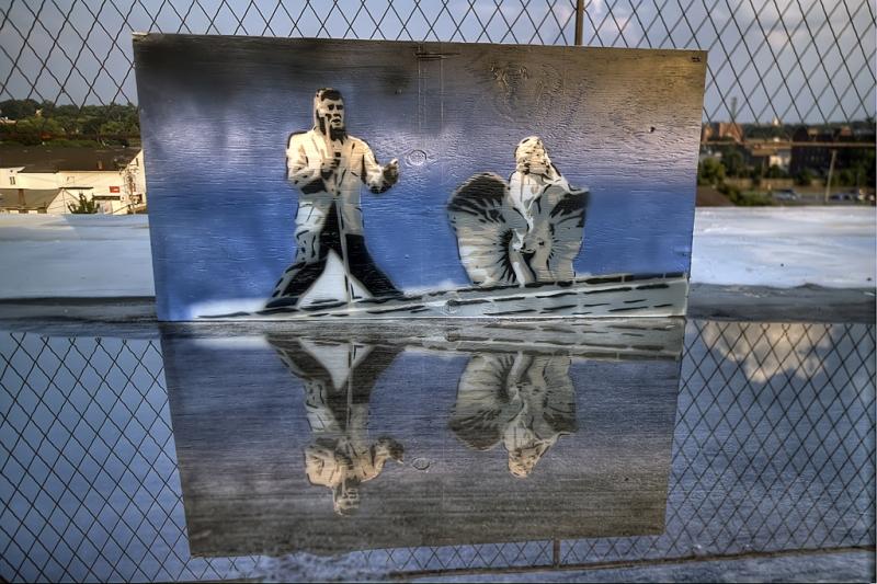 Elvis-Marilyn-at-the-Beach