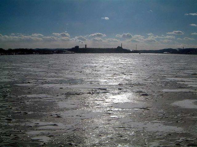 Hudson-River-On-Ice